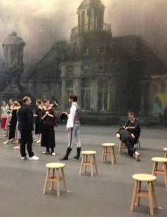 Nos tabourets ronds se mettent en scène à l'opéra de Paris